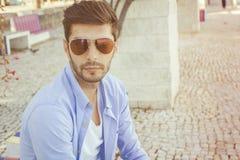 Jeune homme beau dans le jean Photos libres de droits