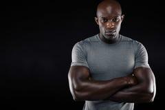 Jeune homme beau dans les vêtements de sport Images libres de droits