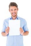 Jeune homme beau montrant la page Photographie stock libre de droits