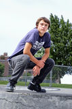 Jeune homme beau porté en équilibre avec la puissance Photos libres de droits