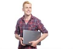 Jeune homme beau tenant l'ordinateur portable Photos libres de droits