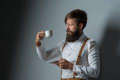 Jeune homme bel avec une barbe photo stock