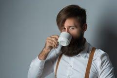 Jeune homme bel avec une barbe image stock
