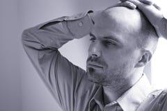 Jeune homme bouleversé Photographie stock libre de droits