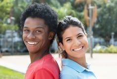 Jeune homme brésilien avec la femme américaine Photo libre de droits