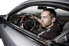 Jeune homme conduisant son véhicule neuf images libres de droits