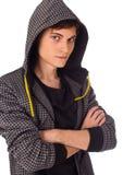 Jeune homme confiant regardant sérieusement l'appareil-photo Images libres de droits