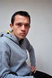Jeune homme contrarié fâché Photos libres de droits