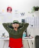 Jeune homme créatif de concepteur travaillant au bureau. photo libre de droits