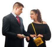 Jeune homme d'affaires étonné donnant excessif argent Images stock