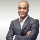 Jeune homme d'affaires africain réussi Image stock