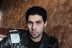 Jeune homme d'affaires arabe avec l'argent dans la veste Photographie stock