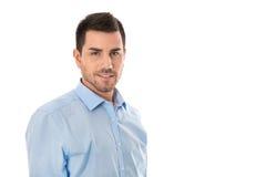 Jeune homme d'affaires attirant utilisant la chemise bleue d'isolement au-dessus du wh Image libre de droits