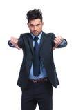 Jeune homme d'affaires avec de pouces le geste de main vers le bas Photographie stock libre de droits