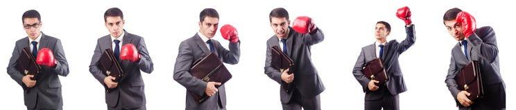 Jeune homme d'affaires avec des gants de serviette et de boîte d'isolement sur le whi Photos stock