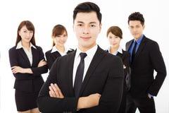 Jeune homme d'affaires avec l'équipe réussie d'affaires Photo libre de droits