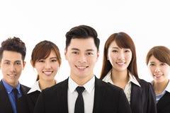 Jeune homme d'affaires avec l'équipe réussie d'affaires Photo stock