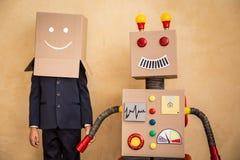 Jeune homme d'affaires avec le robot Photos libres de droits