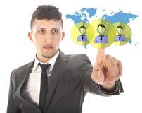 Jeune homme d'affaires avec les amis mondiaux virtuels d'isolement Photo libre de droits