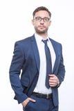 Jeune homme d'affaires barbu sur le fond blanc images stock