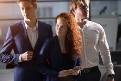 Jeune homme d'affaires With Business Team Image libre de droits