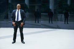 Jeune homme d'affaires confiant photos stock