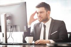 Jeune homme d'affaires dans le bureau Photos stock