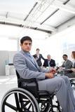 Jeune homme d'affaires dans un fauteuil roulant images libres de droits