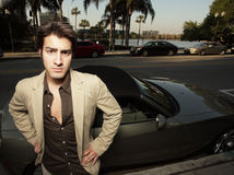 Jeune homme d'affaires en son véhicule neuf Photos stock