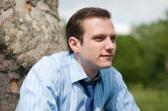 Jeune homme d'affaires heureux au soleil Photos stock