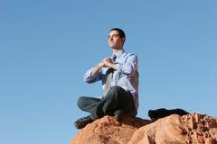 Jeune homme d'affaires méditant Image libre de droits