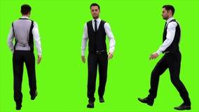 Jeune homme d'affaires marchant sur un fond d'écran vert rendu 3d illustration de vecteur