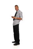 Jeune homme d'affaires noir avec le téléphone intelligent photographie stock