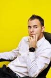 Jeune homme d'affaires pensant 01 Photo stock