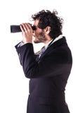 Jeune homme d'affaires regardant par des jumelles Image libre de droits