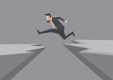 Jeune homme d'affaires sûr Leaps Across Dangerous Cliff Vector Images stock