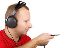 Jeune homme dans des écouteurs Image libre de droits