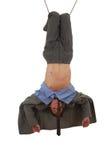 Jeune homme dans des tours acrobatiques sur la corde Photo stock
