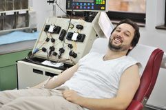 Jeune homme dans l'hôpital Images stock
