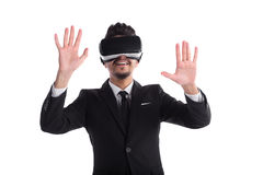 Jeune homme dans le costume et verres 3d d'isolement sur le fond blanc Photographie stock libre de droits