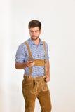 Jeune homme dans le pantalon en cuir Photos libres de droits