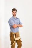 Jeune homme dans le pantalon en cuir Images stock