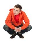 Jeune homme dans le pull molletonné orange Image libre de droits