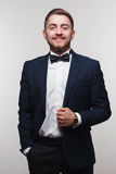 Jeune homme dans le vêtement formel Image libre de droits