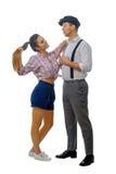 Jeune homme dans un chapeau et une femme en bref Photo stock