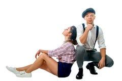Jeune homme dans un chapeau et une femme en bref Images stock