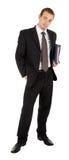 Jeune homme dans un procès noir d'affaires avec un dépliant i Image libre de droits