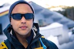 Jeune homme de couleur en hiver image libre de droits