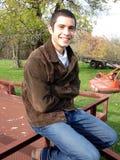 Jeune homme de sourire Photographie stock libre de droits