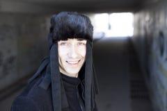 Jeune homme de sourire dans le tunnel de souterrain Photo libre de droits